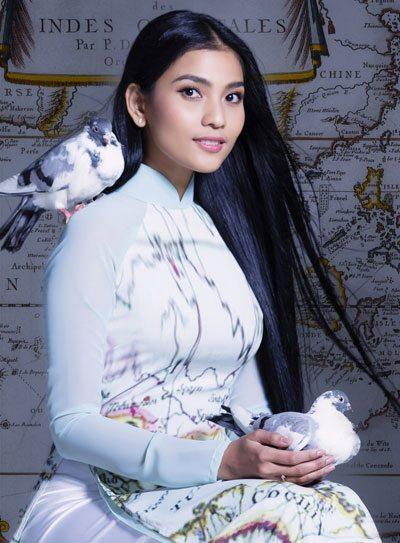 Bộ sưu tập được thiết kế dựa trên ý tưởng hình bản đồ cổ, khẳng định chủ quyền Việt Nam qua các thời kỳ khác nhau. Hình ảnh chim bồ câu tung cánh kèm theo như một lời kêu gọi hòa bình cho các vấn đề biển Đông.