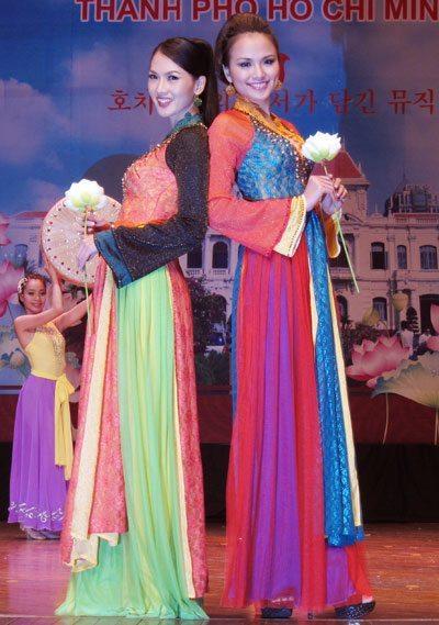 Ao dai Viet tung bay tai Han Quoc 5
