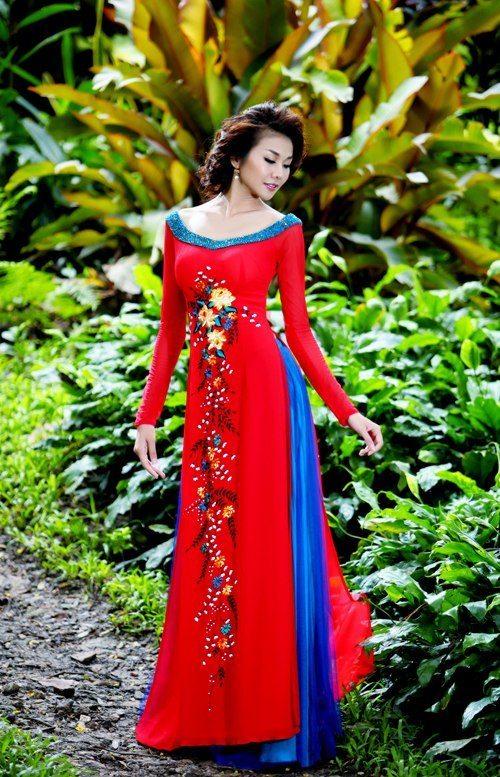 Thanh Hang khoe lung tran voi ao dai 6