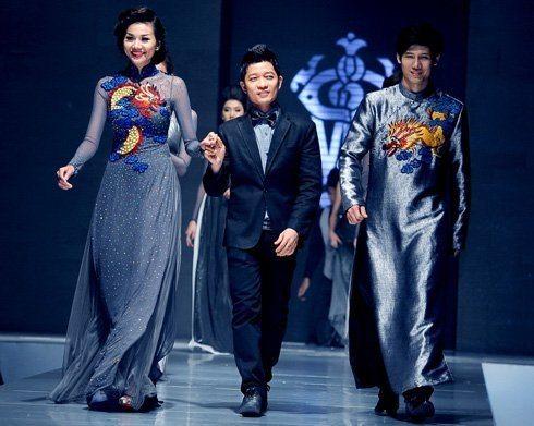 NTK Thuận Việt cho biết thiết kế áo dài tưởng dễ mà lại khó, vì phải làm sao để chuyển tải được hồn dân tộc vào các mẫu thiết kế.