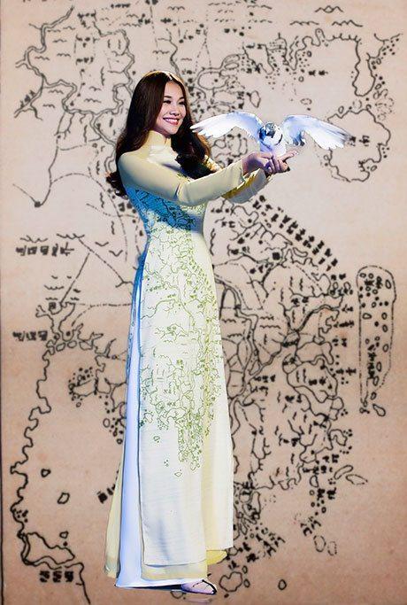 Thanh Hằng trong mẫu áo Ước vọng hòa bình của nhà thiết kế Thuận Việt - Ảnh: Alex Cui